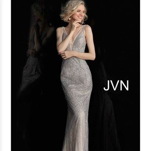 JVN by Jovanni Gorgeous Silver/Nude Gown size 2
